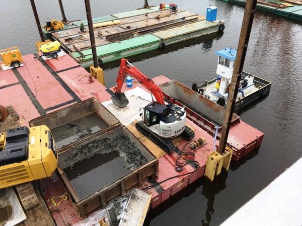 Lunda Hopper barge